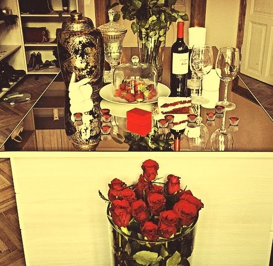Sometimes, roses on her table are better gift than diamonds around neck
